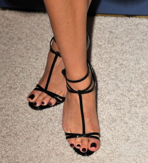 Reese-Witherspoon-Feet-16f6f3d89c6512001e.jpg