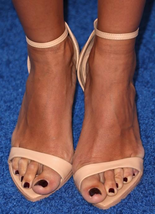 Renee-Bargh-Feet-12095228e4bfc8ac77.jpg