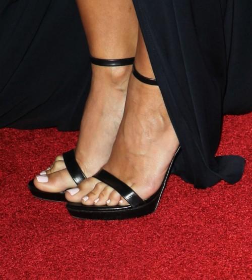 Renee-Bargh-Feet-5a4bd94d2562854ae.jpg