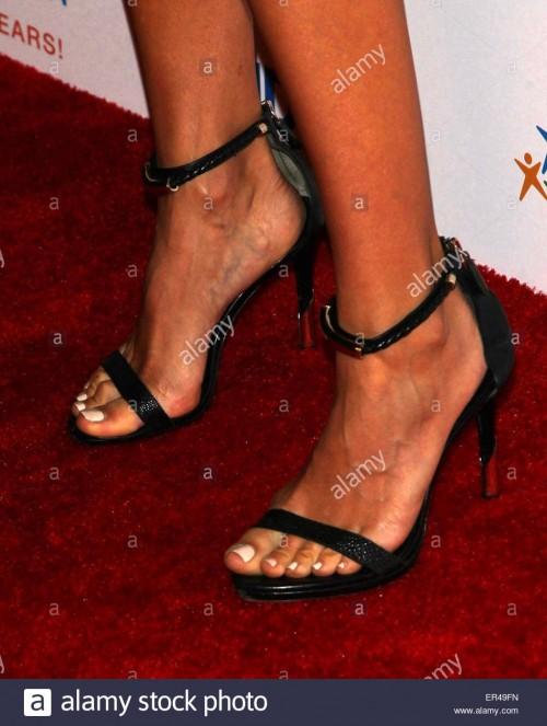 Renee-Bargh-Feet-785affefd31fc48b9.jpg