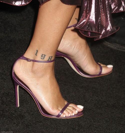Rihanna-Feet-29966343ea4909644f.jpg