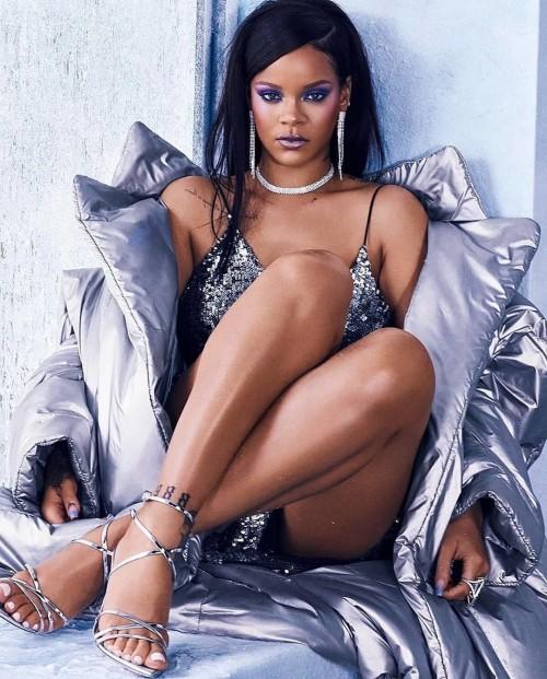 Rihanna-Feet-3051c49ba4a582053c.jpg