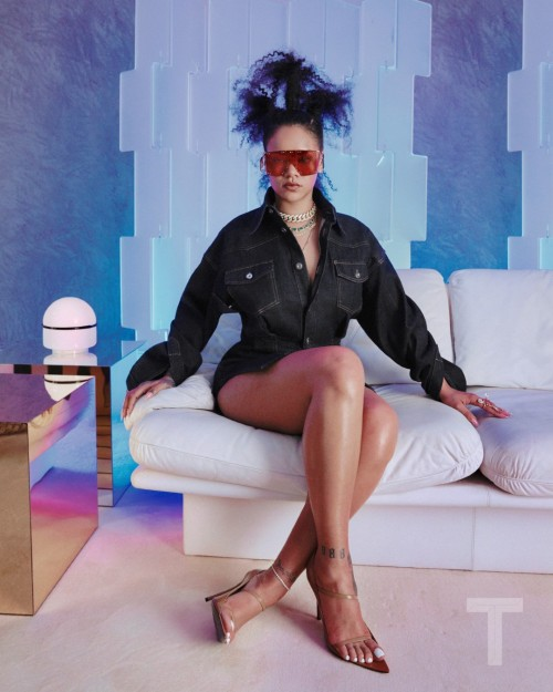 Rihanna-Feet-326c91e72e277f5e73.jpg