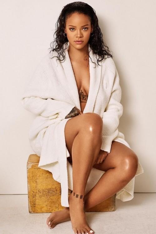 Rihanna-Feet-341454bc412bcf33f3.jpg