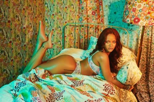 Rihanna-Feet-351b0fa34911b6710b.jpg