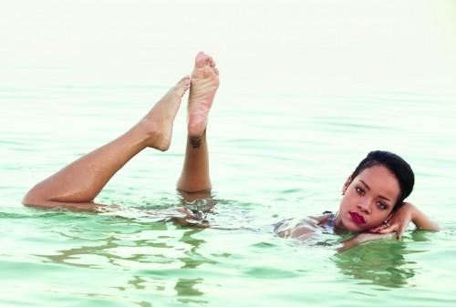 Rihanna-Feet-375b7c462cb34a2631.jpg