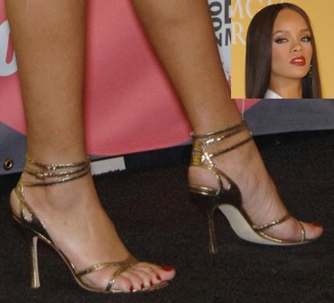 Rihanna-Feet-45f916336a01fee4ca.jpg