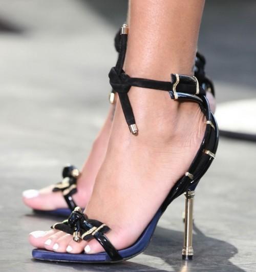 Rihanna-Feet-4862e71e10227136d8.jpg