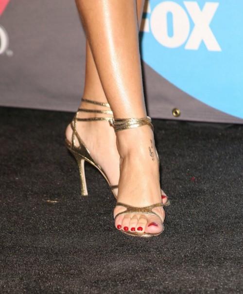 Rihanna-Feet-51f7b30e56e745f4c1.jpg