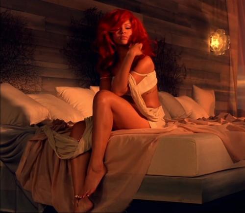 Rihanna-Feet-53d9472d939a8b50d4.jpg