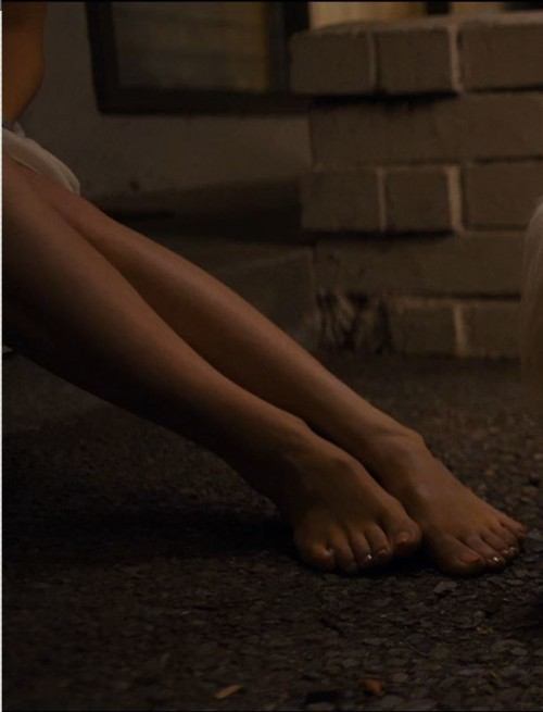 Riley-Keough-Feet-729fa0c3640e23095.jpg