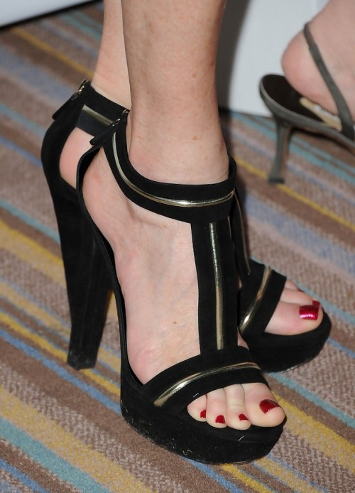Rita-Wilson-Feet-112bbefad21fbaf554.jpg