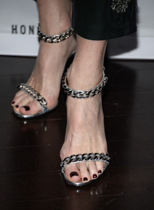 Rita-Wilson-Feet-151d229484c2eaeb67.jpg