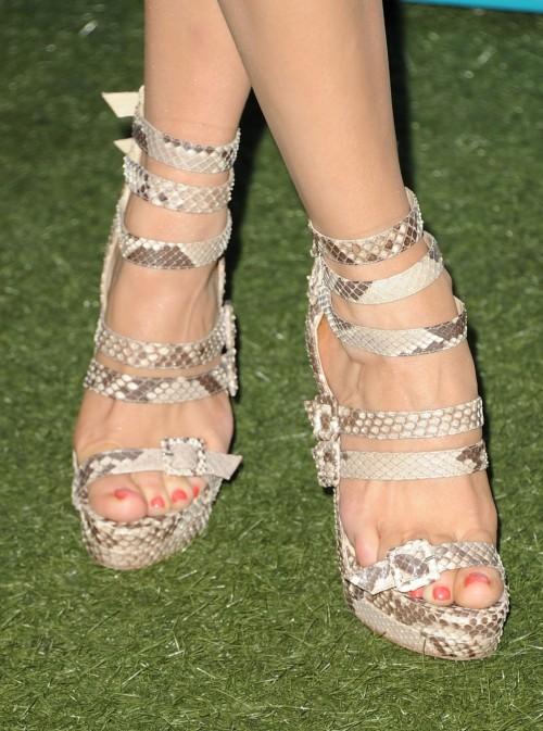Rose-McGowan-Feet-11ac576e71cf811c71.jpg