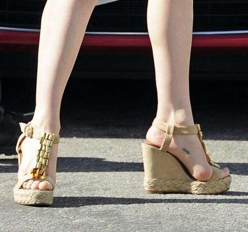 Rose-McGowan-Feet-152d1cfe2c75e8baf0.jpg