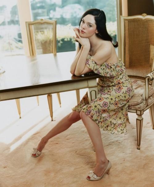 Rose-McGowan-Feet-7dfcd0c41b4986c19.jpg