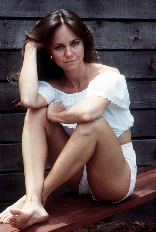 Sally-Field-feet-12bba8e80cf7f9c92.jpg
