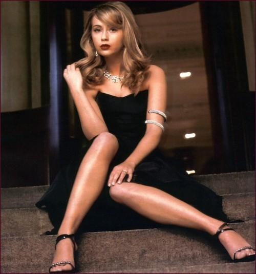 Samia-Longchambon-Feet-4d8d69d699d863575.jpg