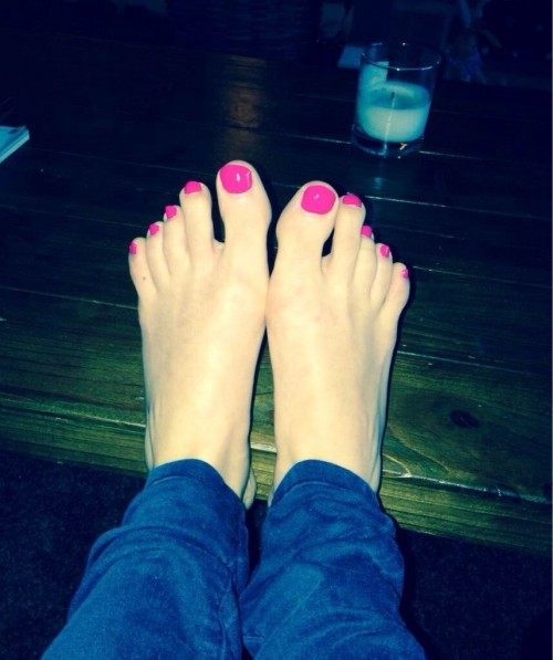 Samia-Longchambon-Feet-5c67fdd886c9e295e.jpg