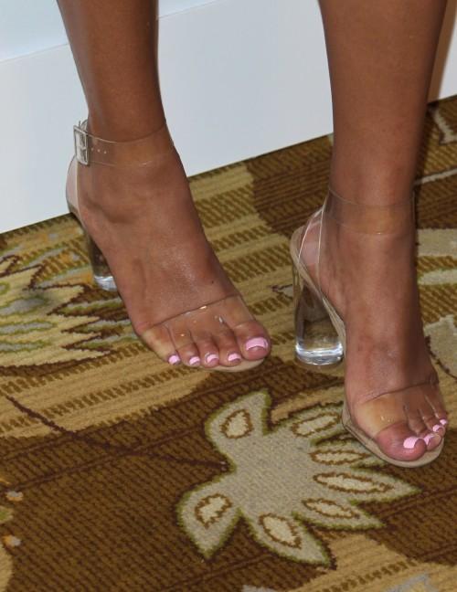 Sanaa-Lathan-Feet-2196f05eb5874539a9.jpg