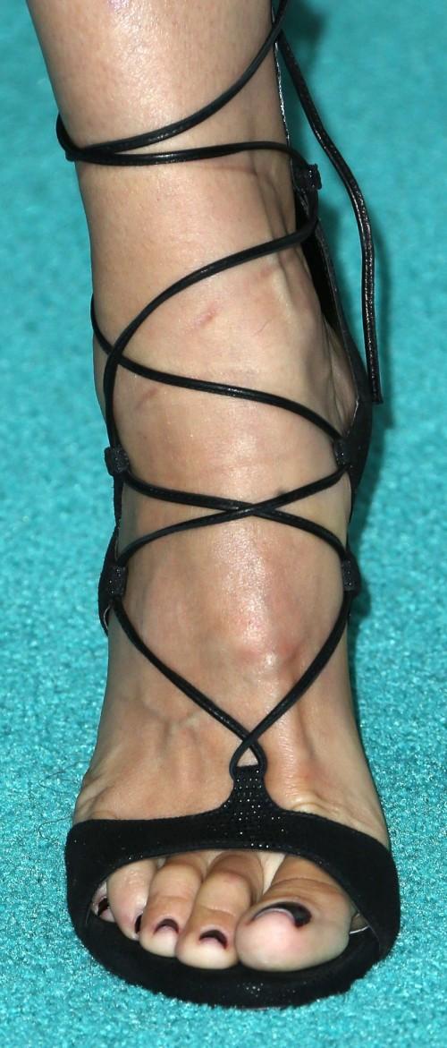 Sandra-Bullock-Feet-13701abd47920b6f22.jpg