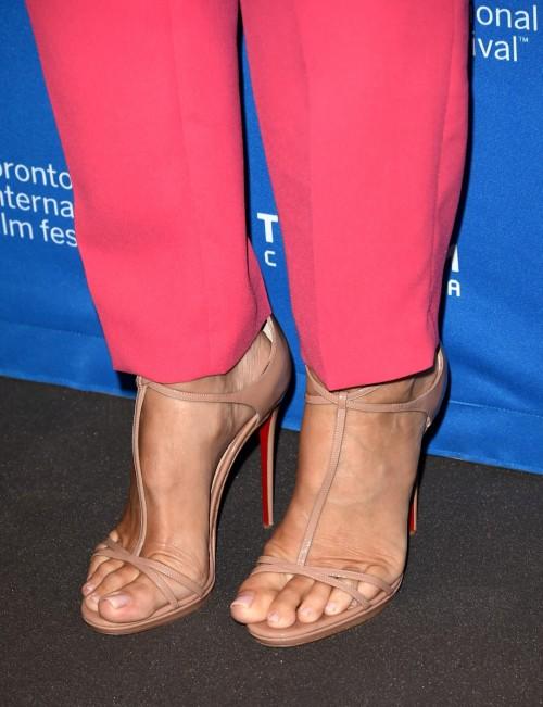 Sandra-Bullock-Feet-143b9a7f0fd6b9b2f0.jpg