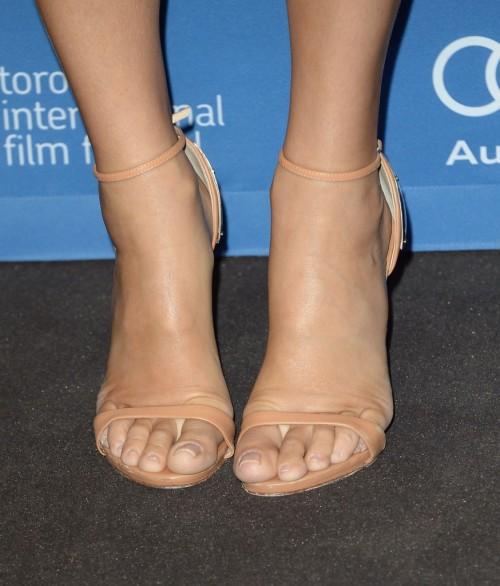 Sandra-Bullock-Feet-4f1fdd03962f494e8.jpg