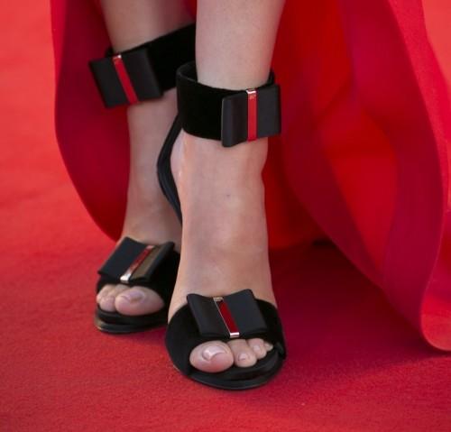 Sandra-Bullock-Feet-99cdd9dbdafe5abfb.jpg