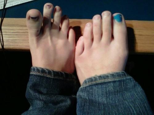 Sara-Gilbert-Feet-3784968d945d19910.jpg