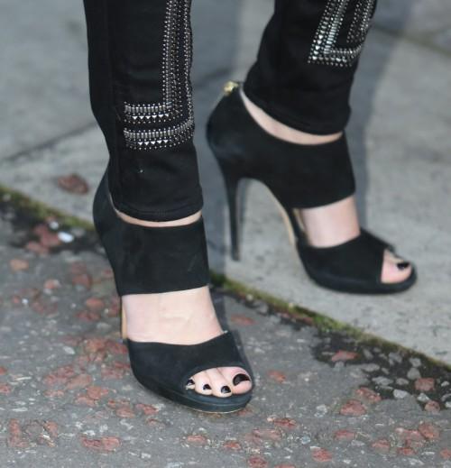 Sarah-Harding-Feet-6f455127ad74b817b.jpg