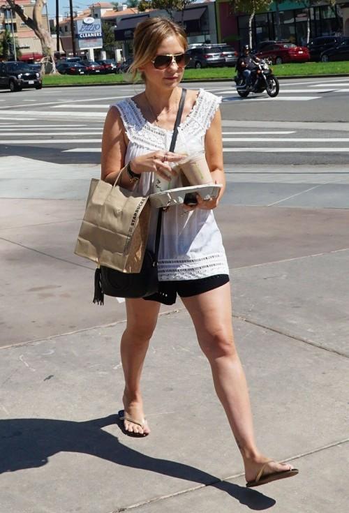 Sarah-Michelle-Gellar-Feet-1400e3f9a86e8e5e31.jpg