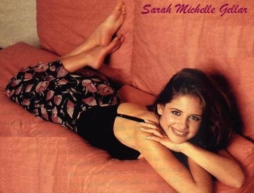 Sarah-Michelle-Gellar-Feet-214ed5613a7010e6b3.jpg