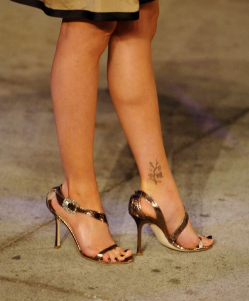 Sarah-Michelle-Gellar-Feet-32e685829d1fff25ed.jpg