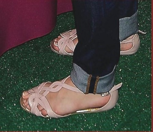 Selena-Gomezs-Feet-138aa84216e672f6508.jpg