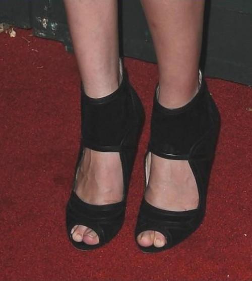 Selena-Gomezs-Feet-140e299f7b4ceeca1ee.jpg