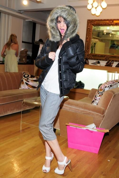 Selena-Gomezs-Feet-143c9889fbe3468ac9f.jpg