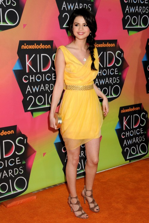Selena-Gomezs-Feet-15095beb373b97d93c7.jpg