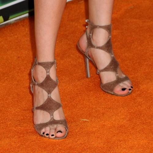 Selena-Gomezs-Feet-1514a892b26bfe7458c.jpg