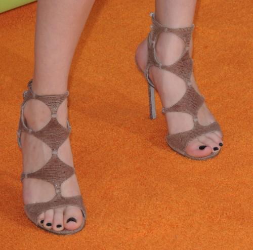 Selena-Gomezs-Feet-15294d10add2f89e472.jpg