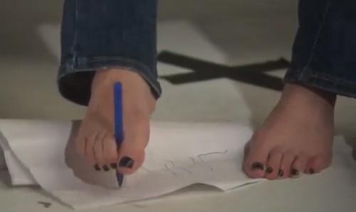 Shannen-Doherty-Feet-6d04f77d1b913e072.jpg