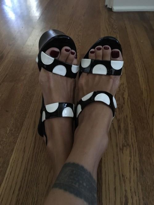 Shauna-Sand-Feet-4b0dee028de1f04b1.jpg