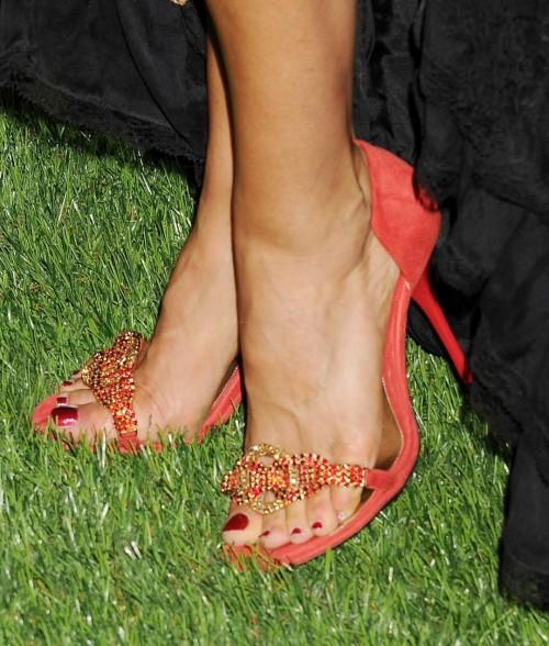 Sofia-Milos-Feet-553f04e24b319aa2f.jpg