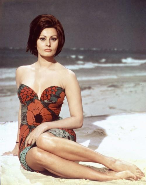 Sophia-Loren-Feet-1fb9e5604eb39aef2.jpg