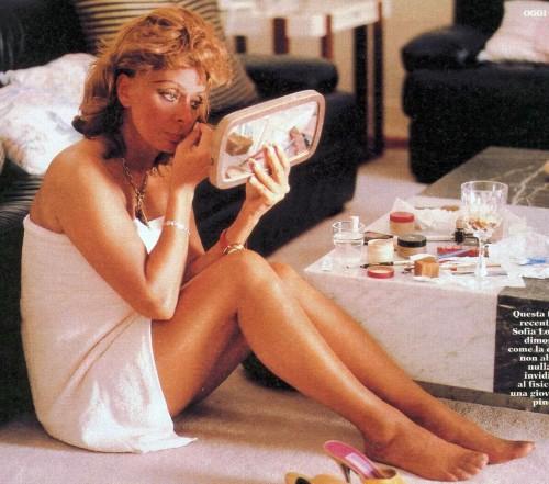 Sophia-Loren-Feet-21aacbf51ba2d8c38.jpg
