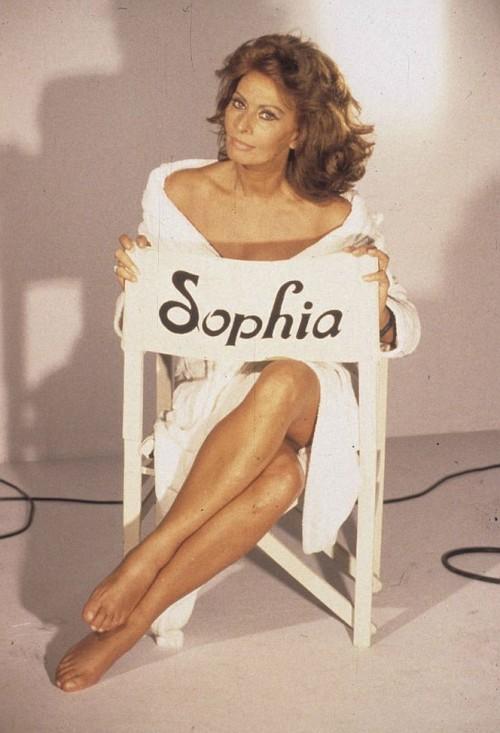 Sophia-Loren-Feet-4ccc5b6a3b2122365.jpg