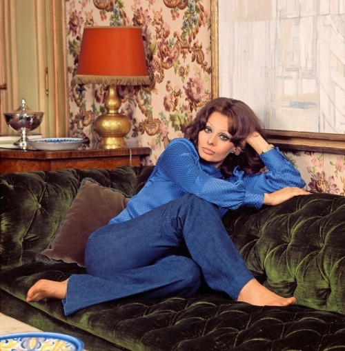 Sophia-Loren-Feet-53cfc7945f4b0cbce.jpg