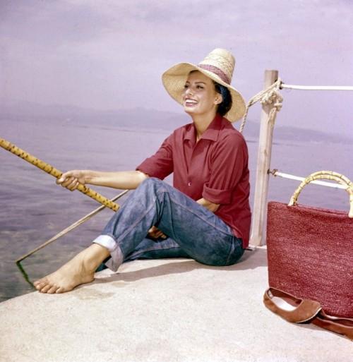 Sophia-Loren-Feet-710ca1fe56d314cd5.jpg