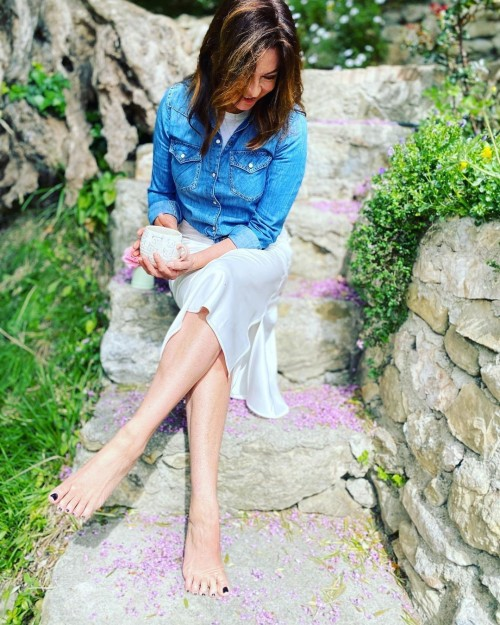 Suzi-Perry-Feet-12aa53e56ab5c11179.jpg