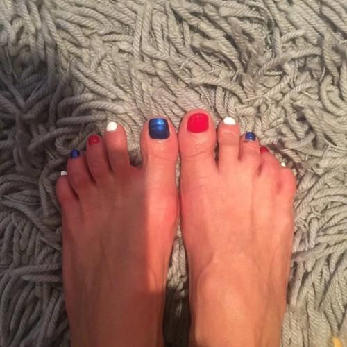 Tara-Reid-Feet-241f579d055c3ce3ba.jpg