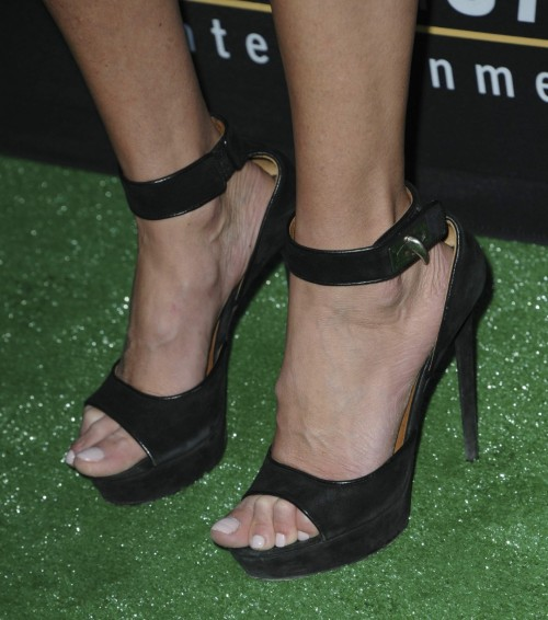 Tara-Reid-Feet-25e56051bc3095d06f.jpg
